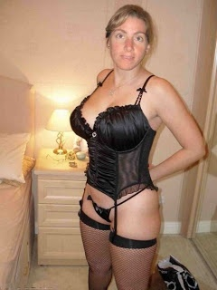 Black Lingerie Milf Looking For A Bird Near The Camara