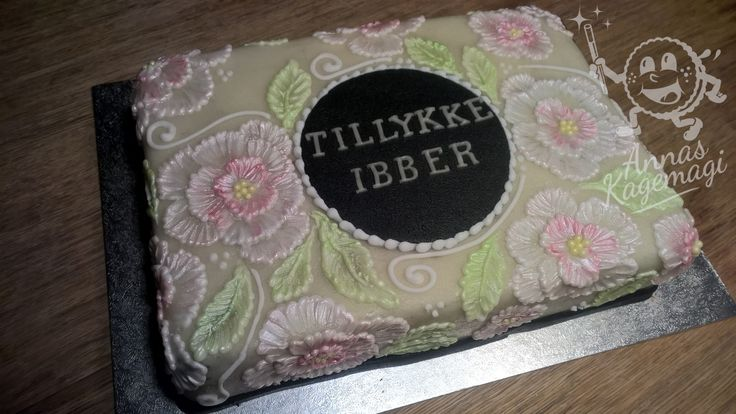 Cake with brush embroidery