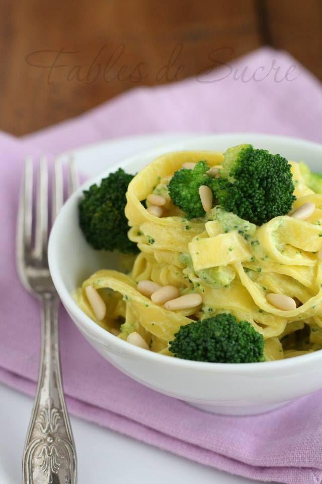 Tagliatelle con broccoli e pinoli