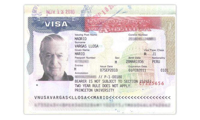 Vargas Llosa y el policía que quería deportarlo (Etiqueta Negra)
