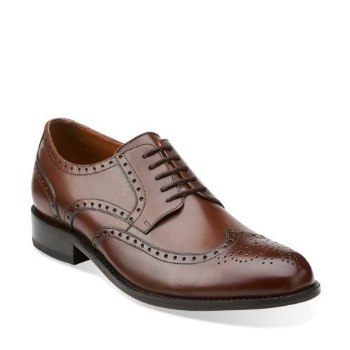 Equally comfortable and stylish, this men's lace-up shoe will get a lot of  wear. It's made of luxurious leather in tan with a fabric and synthetic  lining.