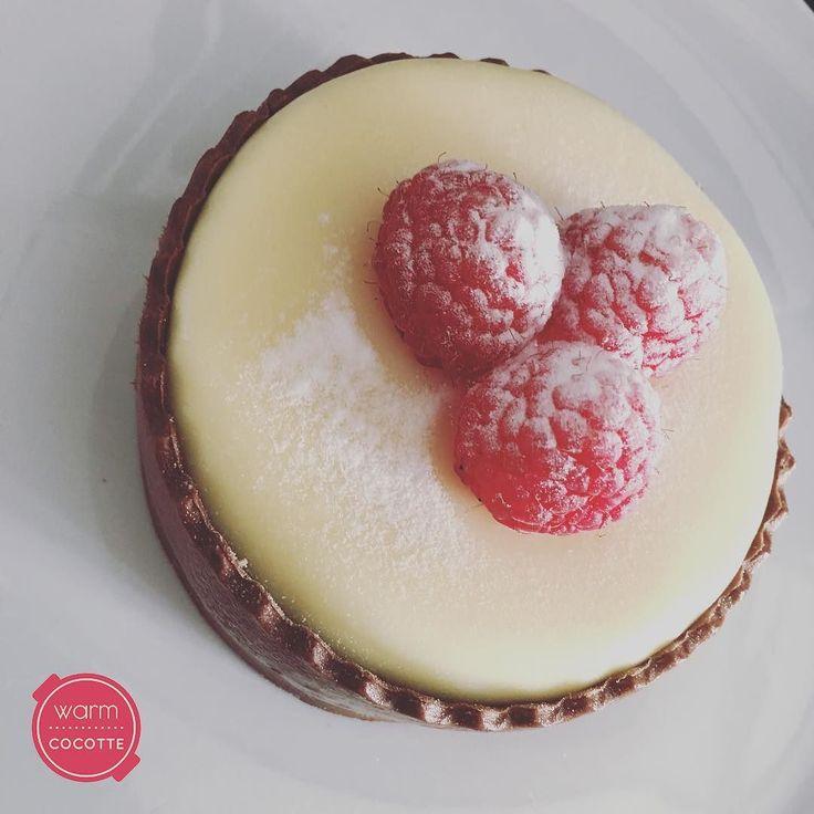 Chocolate and raspberries mini sponge cake . . . #raspberry #spongecake #whitechocolate #darkchocolate