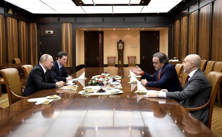 В Кремле состоялась краткая встреча Владимира Путина с американским кинорежиссёром, сценаристом и продюсером Оливером Стоуном.  1 декабря 2017 года