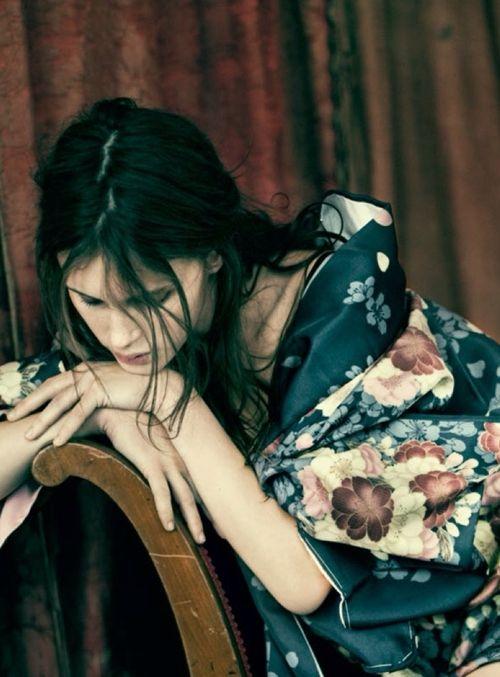 Marine Vacth by Paolo Roversi for Vogue Italia January 2014, Fiori,fleurs,flowers