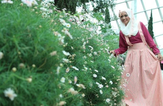 oktavia style | amplify your love and audibly your life … Wardrobe Una, Inspirasi Cantik, All Scarf Model Wahidah Oktavia Location Garden by the Bay, Singapore Photographer Intan Muthia MUA Sania by Wardah Cosmetics