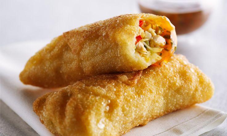 Si vous n'avez jamais fait de pâté impérial, vous allez adorer cette recette facile de fusion asiatique dans laquelle on utilise les enveloppes de pâté impérial et achetés en magasin.