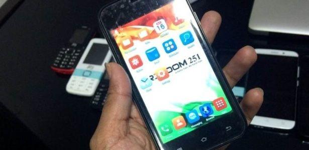 """Um smartphone por R$ 12? Testamos o celular inteligente """"mais barato do mundo"""""""