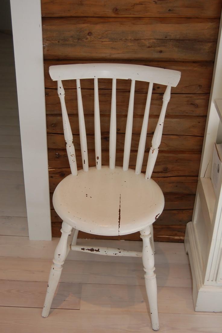 Karlottes butikk: Enkel gammel pinnestol.