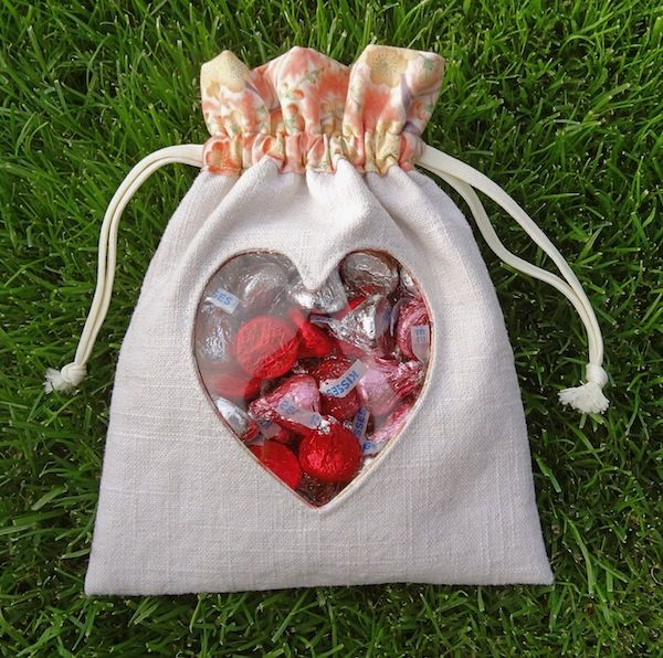 Valentines Day Peek-A-Boo Heart Pouch TUTORIAL ~ Twinkle and Twine
