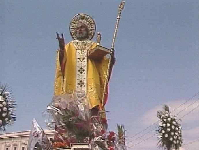 Niet alleen in Nederland wordt het Sinterklaasfeest gevierd. Dat gebeurt ook ieder jaar in de Zuid-Italiaanse plaats Bari. Want daar ligt Sint-Nicolaas begraven.