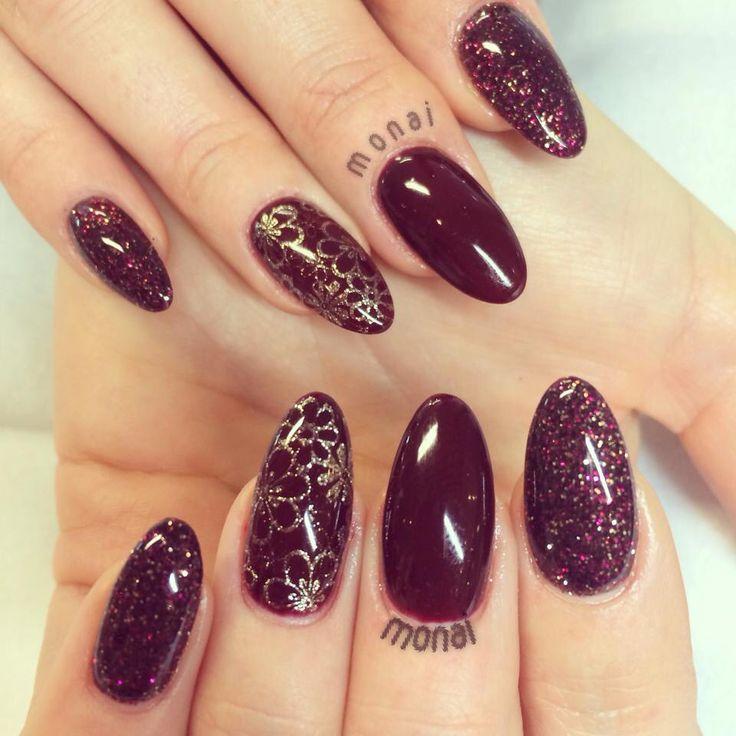Bordeaux, gold nails