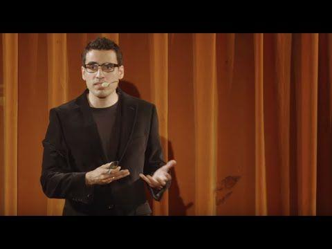 """Lors de son talk au TEDxPantheonSorbonne2015, intitulé """"Et si on mangeait la connaissance?"""", Idriss Aberkane offre une prestation de premier plan. Idriss J. ..."""
