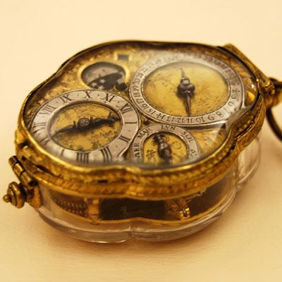 Watchismo Times: At the Museums -1660 Renaissance Crystal Neck Watch & 1930s Art Deco Digital Lamp