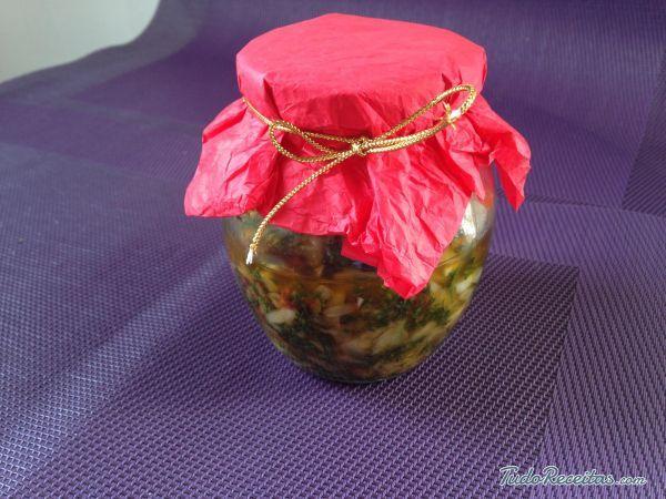 Aprenda a preparar molho chimichurri com esta excelente e fácil receita. O molho chimichurri é um tipo de vinagrete picante, tradicional e muito popular na Argentina...