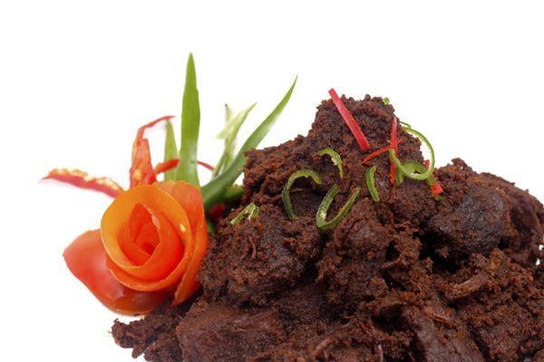 Rendang Daging Sapi Kemasan 500 g Dimasak dengan sepenuh cinta akan budaya leluhur Ranah MInang.  Menggunakan resep turun temurun khas keluarga.  Campuran bumbu dan rempah yang pas membangkitkan semangat Anda pesan segera 08176888990