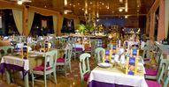 5 restaurants à la carte & 2 buffets  s'échangent des plats authentiques tels que la soupe avec la tortilla, les tacos à la viande ou  la fantastique bavette. Tout cela pour offrir le meilleur choix de mets. De plus, l'hôtel a un service de repas dans les chambres de 11h à 23h avec des repas pratiques et rapides. Les clients ont le droit de réaliser 3 réservations par semaine dans les restaurants de spécialités.
