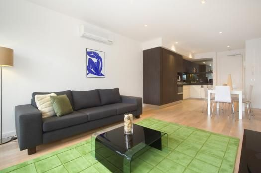 13/30 Docker Street, Elwood, Melbourne. A luxury Elwood apartment close to the beach with 2 bedrooms, large balcony and the contemporary decor that is synonymous with Espresso Apartments. This fantastic Melbourne location is close to vibrant Acland St and the buzz of St Kilda and is ideal for short stays, holiday and long term Elwood accommodation requirements.