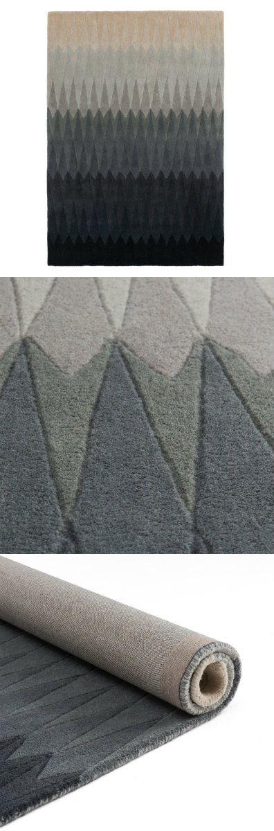 Unser Teppich Karise begeistert mit einer wohlig weichen Oberfläche, die aus 100% Schurwolle von Hand getuftet wird. Ein Farbverlauf mit integriertem Rautenmuster ist nordisch inspiriert und schenkt Ihrem Zuhause einen Hauch Moderne. Ein Genuss unter Ihren Füßen, der sich sehen lassen kann.  Kombiniert mit einer rutschfesten Unterlage bleibt der Teppich an Ort und Stelle.
