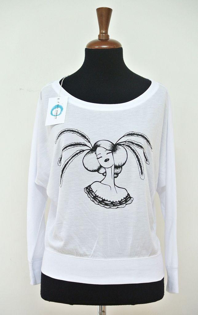 Collezione moda donna, felpa e maglie, con stampa serigrafica monocolore da disegni realizzati a mano con le chine.