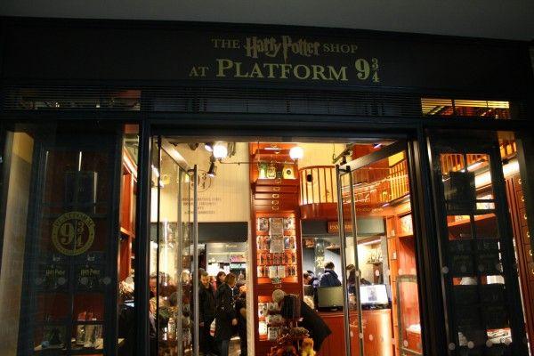 Harry Potter Platform 9 3/4 shop, Kings Cross Station
