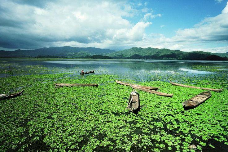 INDONESIA. A lake on the island of Sumbawa. 1989.