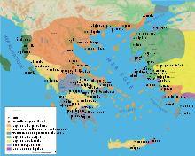 À la fin du iiie siècle av. J.-C., la Grande Grèce — c'est-à-dire l'Italie du sud et la Sicile — tombe sous la domination romaine après un siècle d'affrontement, que ce soit avec Pyrrhus11 ou dans le cadre des guerres puniques. Mais il faut attendre le début du iie siècle av. J.-C. pour que Rome intervienne réellement en Orient.   Carte de la Macédoine et du monde égéen vers 200 av. J.-C.
