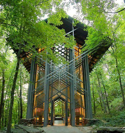 Часовня тернового венца (Thorncrown Chapel), США Особенность этой деревянной…