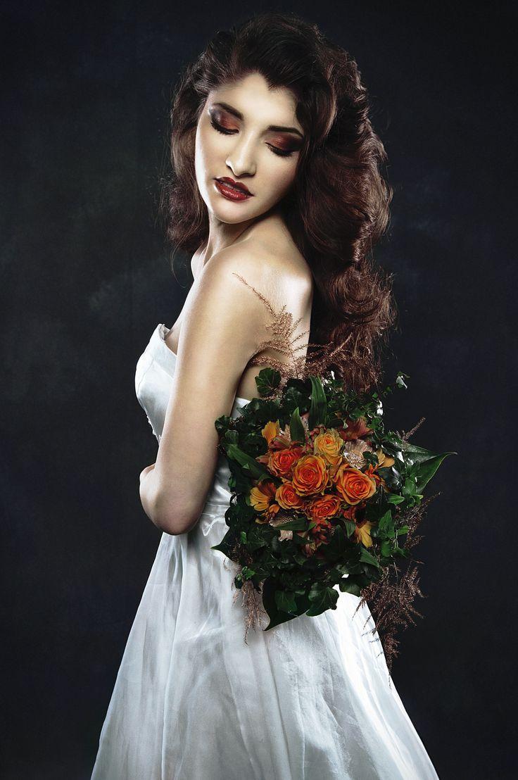 Bruid in 2016? Bruidsmake-up trendyhaar.nl/... en bruidsvisagie trendyhaar.nl/... bruidshaarstyling erbij. Het complete pakket voor de bruid trendyhaar.nl/bruid/ Photo: Denice Lindman Model: Neri Costongs. Bruid Make-up en Bruid haarstyling: Trendy Haar