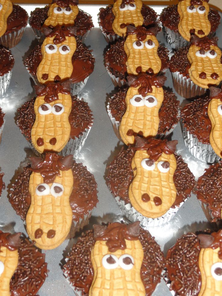 Horse cupcakes~I made these for class treats and they were a big hit!