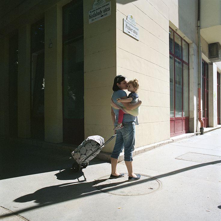 2016. június 6. - Evelin és Adél - Hordozás és nehéz csomagok szállítása   6 June, 2016 - Evelin and Adél - Babywearing and transporting heavy packages  #carrymeproject #cmp #hordozás #babywearing #heavy #nehéz #package #csomag #transporting #szállítás #urban #városi #walking #séta