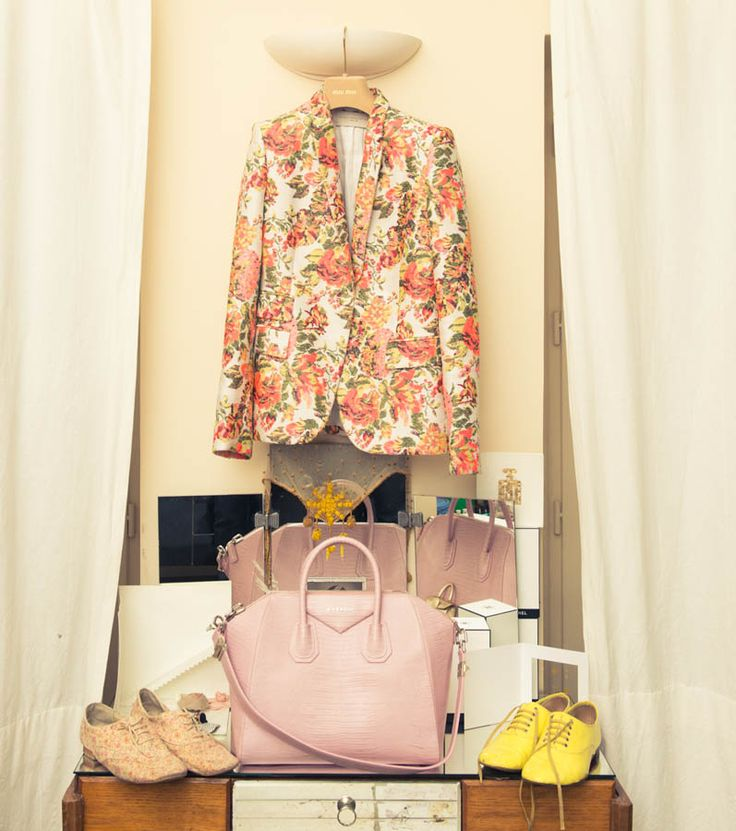Floral stella blazer- as seen on The Coventure in Elisa Nalins wardrobe.  Instore now!