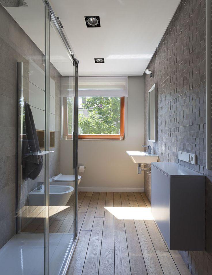 Wąska-łazienka-z-prysznicem-Jacek-Tryc-1000x1300.jpeg (1000×1300)