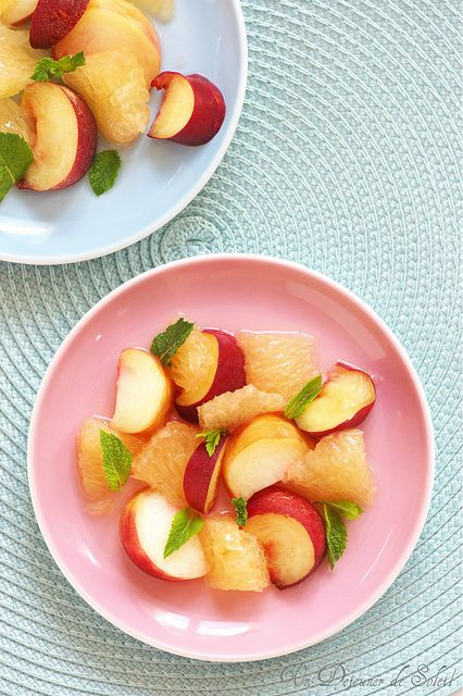 Peach and grapefruit salad