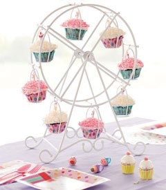 Cupcake ferris wheel!  Soo cute!!!