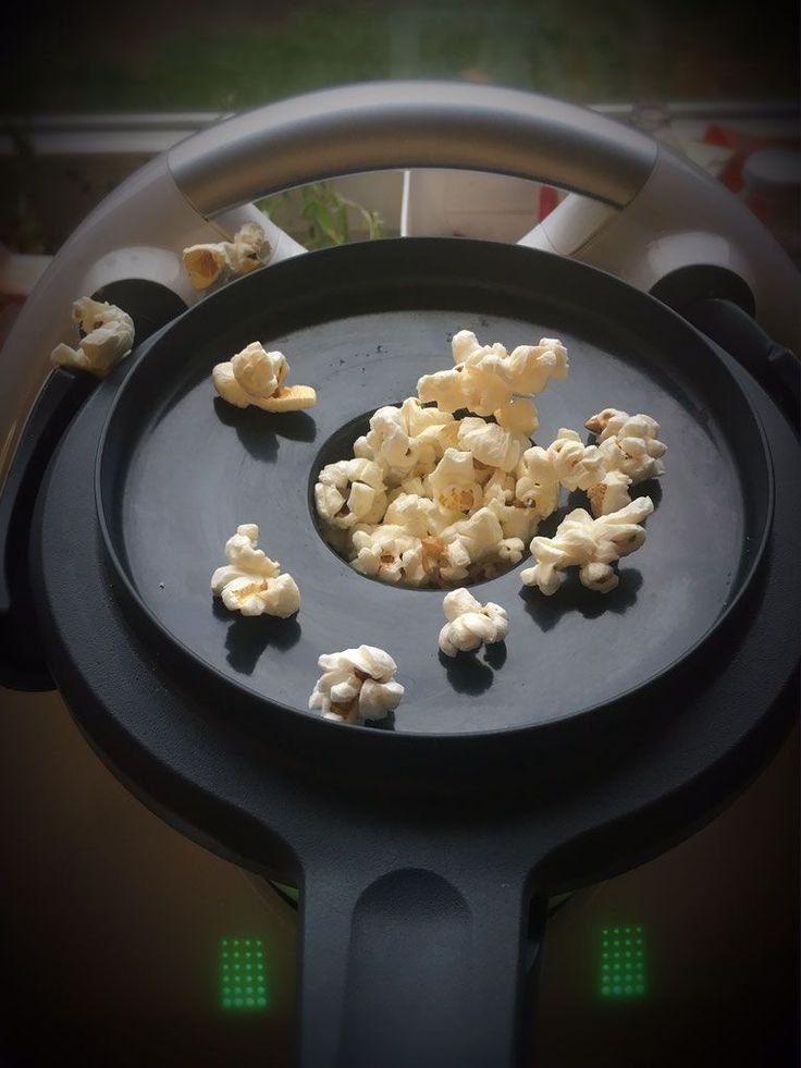 Ewig habe ich herum überlegt, wie man Popcorn im Thermomix machen kann. Ich habe herumprobiert und gemacht und getan und dann hatte ich endlich die Lösung! Nämlich so: