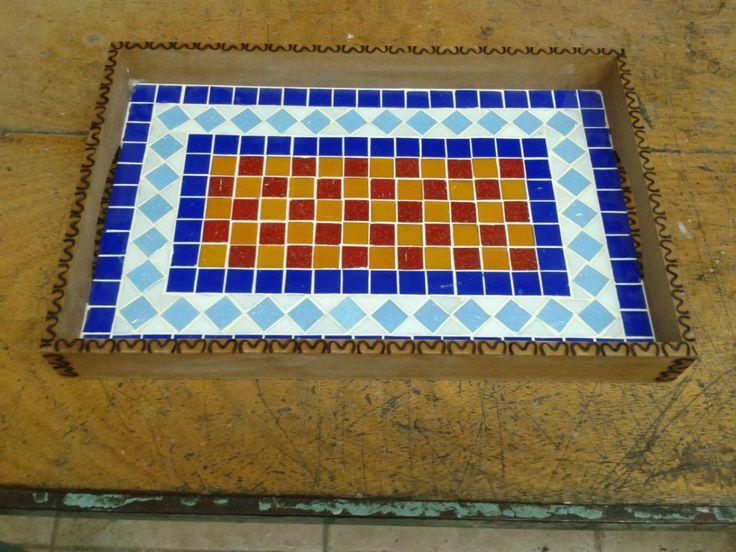 bandeja em mosaico 41x26 pastilhas de vidro coloridas