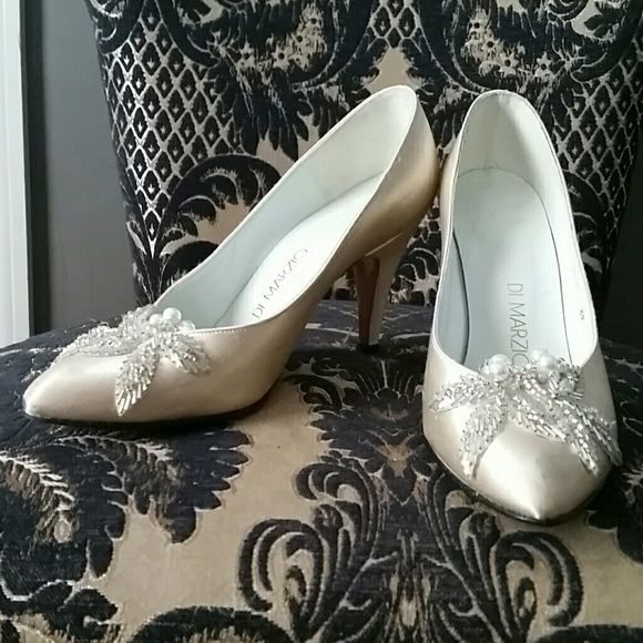 """Vintage DiMarzio Heels sz 7 B Vintage wedding inspired heels, smoke and pet free home  There are signs of wear due to the age, but the beautiful beaded accent at the toe kind of makes you overlook that! Champagne color heels with pearls and sequins in off white 3.5"""" heel Vintage Shoes Heels"""