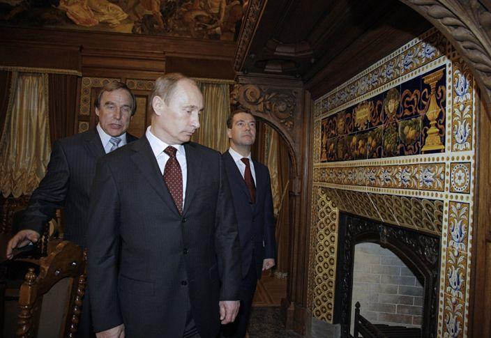 Сергей Ролдугин с Владимиром Путиным и Дмитрием Медведевым в Доме музыки