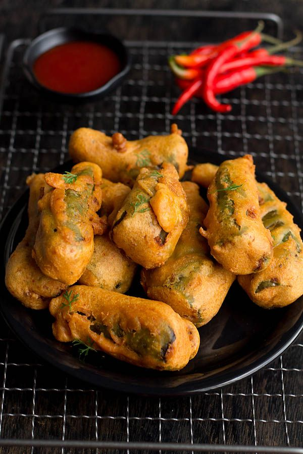 Bharwa Mirch Pakora are stuffed pepper with mashed potatoes then dipped in gram flour batter and deep fried. This is a popular street food of Rajasthan.