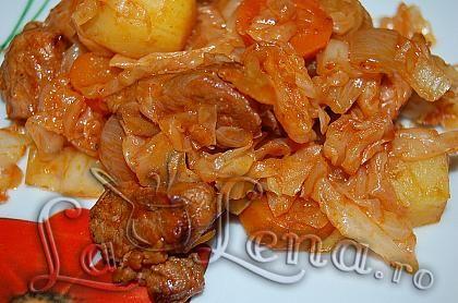 Varza calita cu carne si cartofi