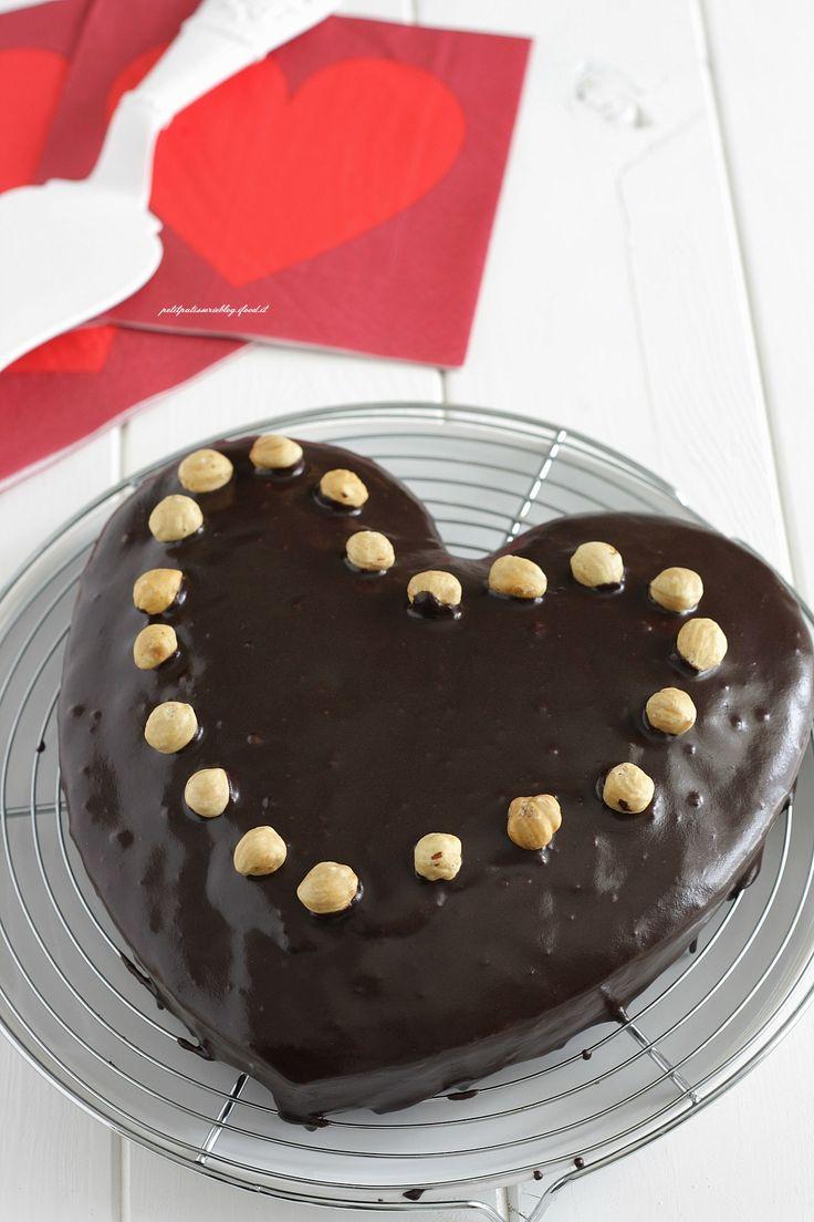 Torta cioccolato, noci e nocciole {con glassa all'acqua al cacao}   petitpatisserieblog
