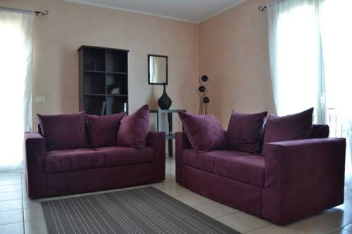 La Luce del Sole Belpasso Featuring air conditioning, La Luce del Sole is situated in Belpasso, 13 km from Catania. Taormina is 40 km from the property. Free WiFi is featured throughout the property and free private parking is available on site.