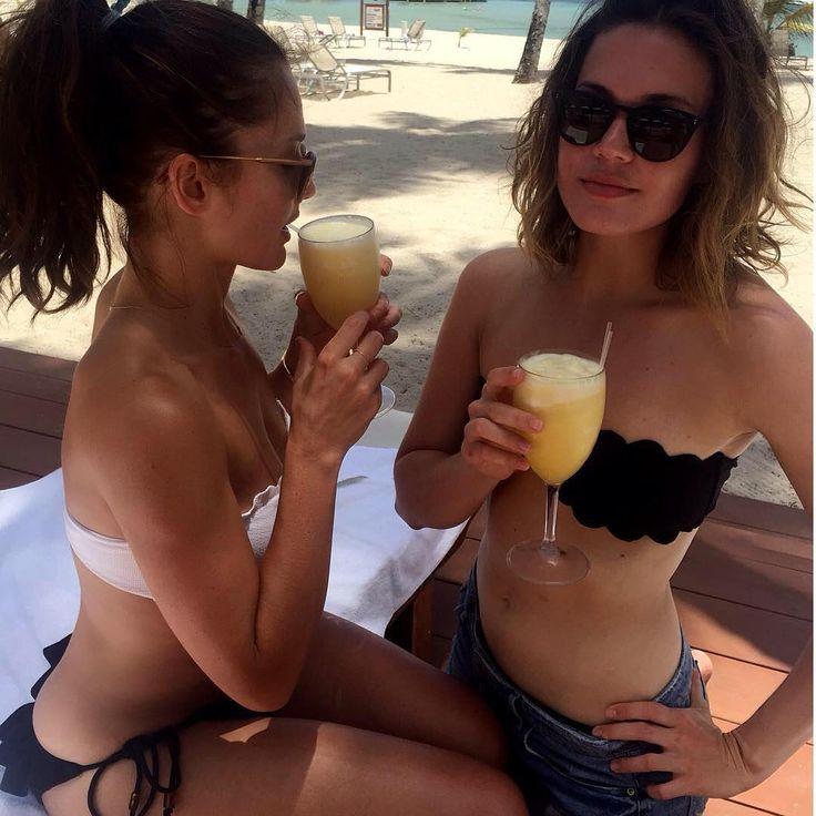 #mandymoore #bellybutton #bikini #sexyy #hot #celebrities