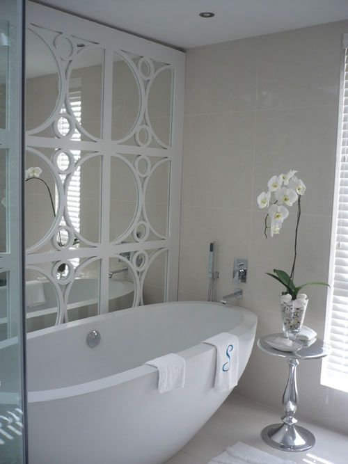 beautiful!  Love that fretwork on the the mirror!