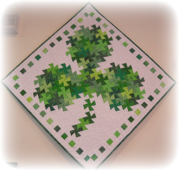 St. Patrick quilt: Quilts Twister, Quilts Patterns, Twists Quilts, Patrick'S Quilts, Lil Twister, Twister Quilts, Twister Tools, St. Patrick'S Day Quilts, Shamrock Twists