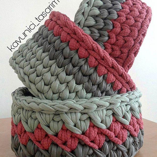 Lindos! Texturas de fios diferentes pode? Claro! Feito por @kavunici_tasarim ❤️ . . #Trapilho #fiosdemalha #fiodemalha #crochetaddict #handmade #handmadewithlove #totora #alfombra #shirtyarn #feitocomamor #decor #knit #knitting #rugs #croche #crochet #artecomfiosdemalha #artesanato #feitoamao #vendofiosdemalha #organizadores #fiosecologicos #quartodemenina #cestofiodemalha #fiosdemalha #feitoamao