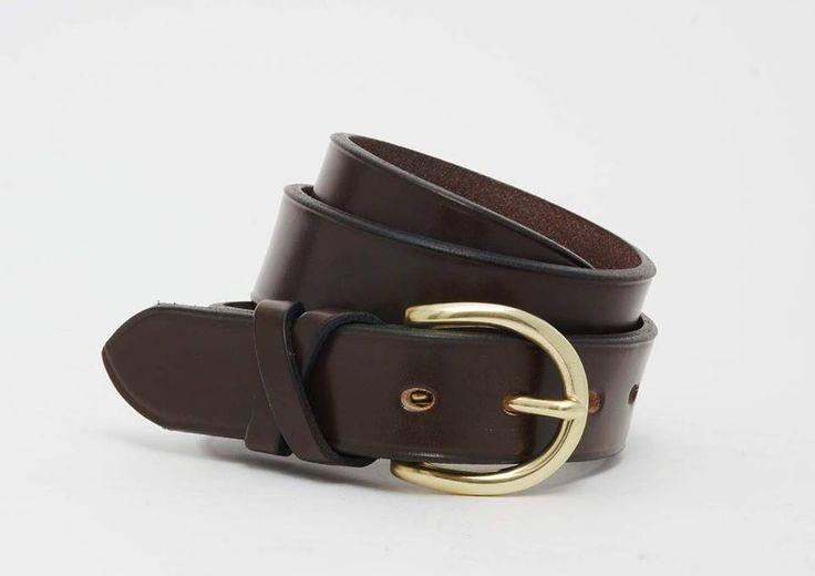 Handmade using traditionally tanned British bridle leather, the Skirsa belt is made from a solid leather strap with a creased edge.