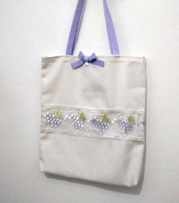 #Shopper #bag fabric color hemp with bunches of grapes and purple bow #handmade - Busta shopper in stoffa color canapa con grappoli di uva e fiocco lilla fatto a mano