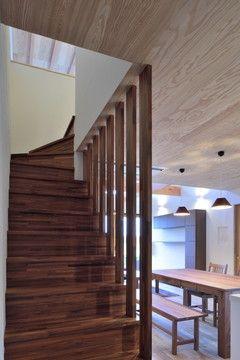 木格子の階段(『月と暮らす庵(イエ)』〜浴室・茶室にこだわった和テイストの住まい〜)- その他事例 SUVACO(スバコ)