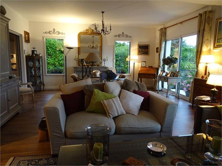 A vendre chez Capifrance, maison contemporaine à Crozon.    Cette propriété de 177 m² offre une merveilleuse vue sur la mer.     Plus d'infos > Yann Colas, conseiller immobilier Capifrance